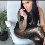 Deine rauchende Göttin erwartet dich in ihrer Glanzleggings  Angebote Sie sucht...